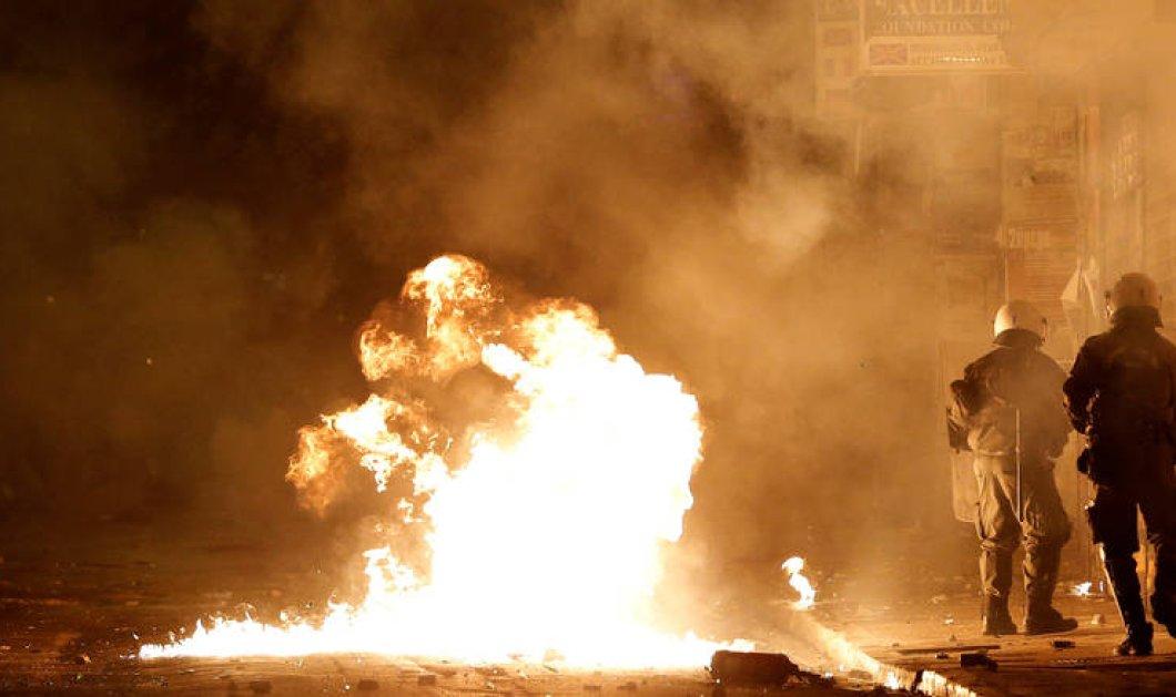 """""""Πεδίο μάχης"""" εχθές τα Εξάρχεια μετά την πορεία του Πολυτεχνείου- Τραυματίστηκε μια γυναίκα - Κυρίως Φωτογραφία - Gallery - Video"""