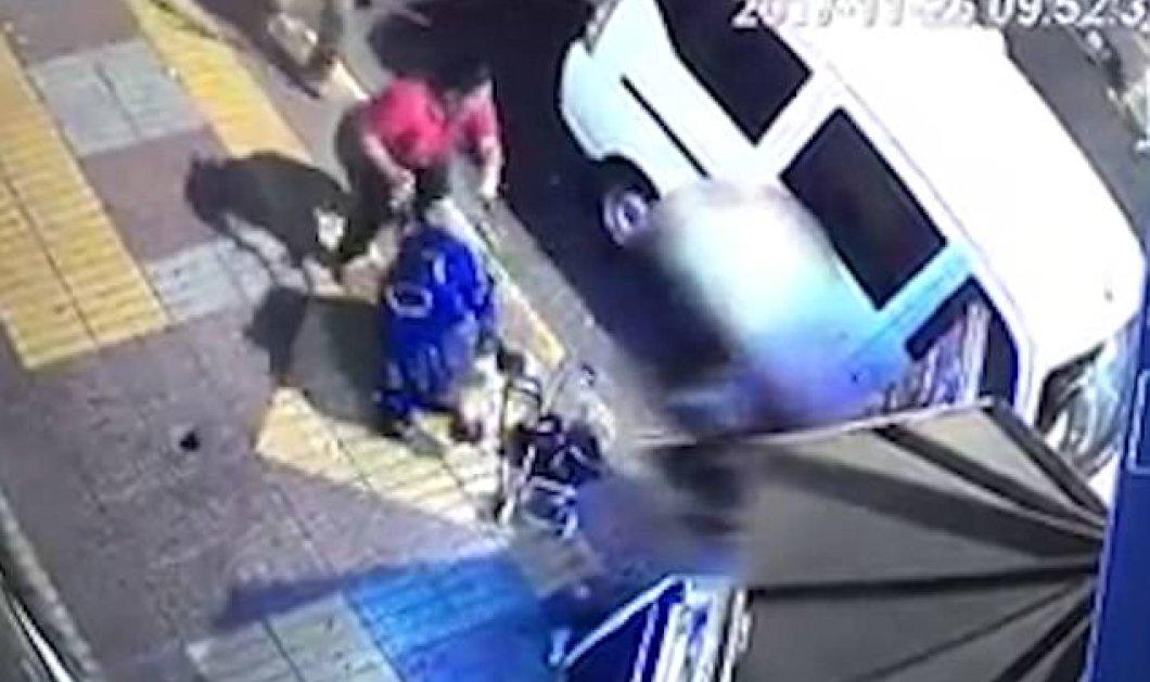 Σοκάρουν οι εικόνες από την τραγική κατάληξη ενός καυγά: Μια γυναίκα ρίχνει ένα καροτσάκι με μωρό στη μέση του δρόμου! (ΦΩΤΟ-ΒΙΝΤΕΟ) - Κυρίως Φωτογραφία - Gallery - Video