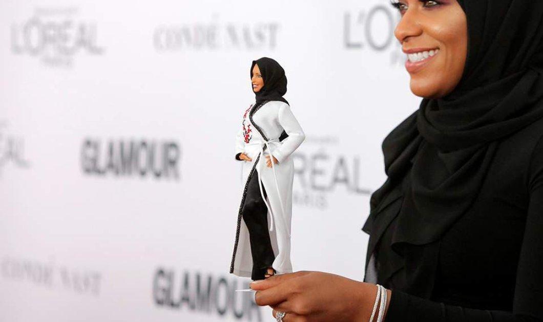 Barbie με μαντίλα! Η πρώτη κούκλα που αλλαξοπίστησε προς τιμήν της Ολυμπιονίκης της ξιφασκίας  - Κυρίως Φωτογραφία - Gallery - Video