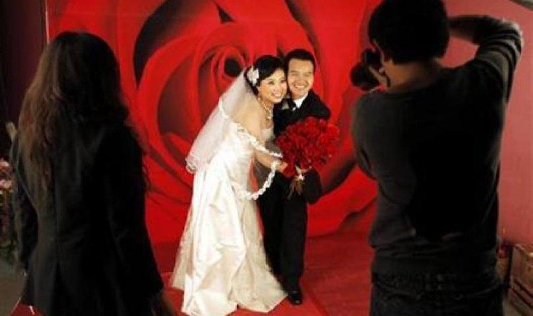 ΑΠΟΚΛ.: Κίνα: Προξενιά κάθε Κυριακή στα πάρκα - Οι γονείς παζαρεύουν τα παιδιά τους με υποψήφιους γαμπρούς και νύφες! (ΦΩΤΟ) - Κυρίως Φωτογραφία - Gallery - Video