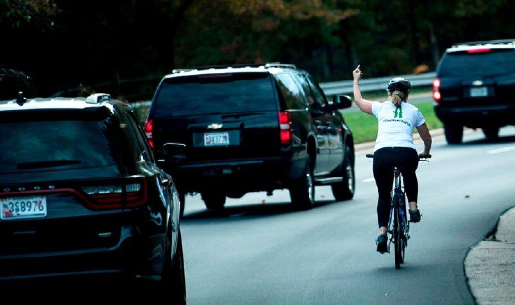 Απέλυσαν την ποδηλάτη που έδειξε το μεσαίο δάχτυλο στον Τραμπ - Εξηγεί γιατί εξοργίστηκε μαζί του  - Κυρίως Φωτογραφία - Gallery - Video