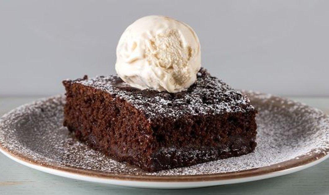 Φτιάξτε το νόστιμο βραστό κέικ σοκολάτας του  Άκη Πετρετζίκη - Θα ενθουσιάσει μικρούς και μεγάλους! - Κυρίως Φωτογραφία - Gallery - Video