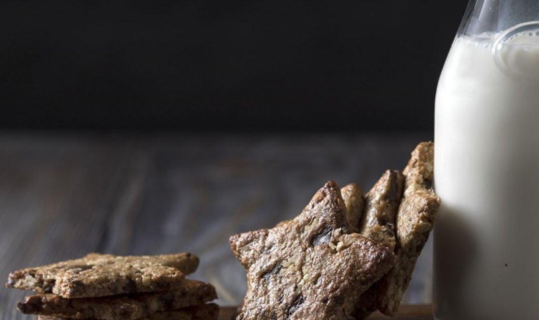Σε 10 λεπτάκια μπορείτε να φτιάξετε τα πιο νόστιμα Μπισκότα βρώμης με σοκολάτα - Δείτε τη συνταγή από τον Άκη Πετρετζίκη - Κυρίως Φωτογραφία - Gallery - Video