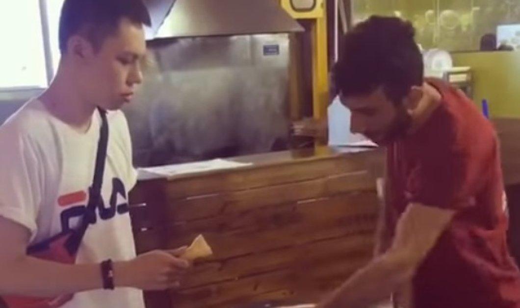 Βίντεο: Θα μείνετε με το στόμα ανοιχτό από τα κόλπα που κάνει ο παγωτατζής - Κυρίως Φωτογραφία - Gallery - Video