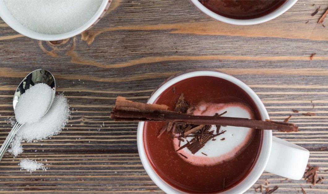 Γεύση ... σαν βελούδο: Ζεστή σοκολάτα red velvet από τον Άκη Πετρετζίκη - Κυρίως Φωτογραφία - Gallery - Video