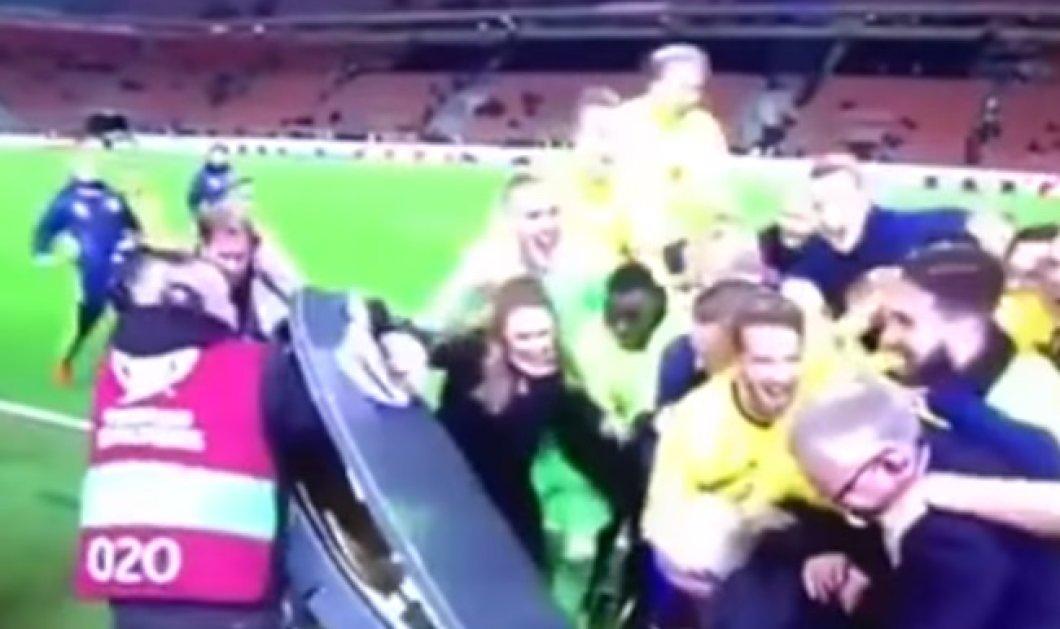 Γυαλιά καρφιά έκαναν το στούντιο του Eurosport οι Σουηδοί μετά την πρόκρισή τους επί της Ιταλίας - Κυρίως Φωτογραφία - Gallery - Video