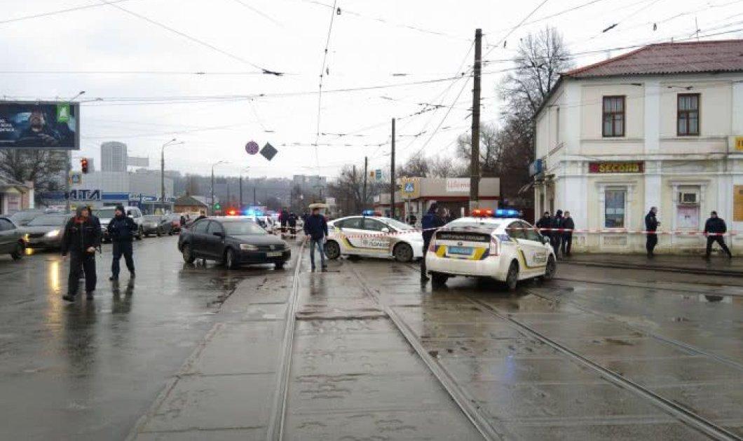 Ουκρανία: Άντρας ζωσμένος με εκρηκτικά κρατά 11 ομήρους σε ταχυδρομείο (ΦΩΤΟ-ΒΙΝΤΕΟ) - Κυρίως Φωτογραφία - Gallery - Video