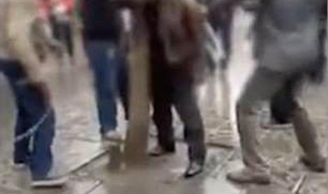ΒΙΝΤΕΟ- ΦΩΤΟ  : Παντρεμένος πήγε να βρει την γυναίκα που φλέρταρε ταξιδεύοντας 1142 χλμ - έφαγε ξύλο από τον άντρα της - Κυρίως Φωτογραφία - Gallery - Video