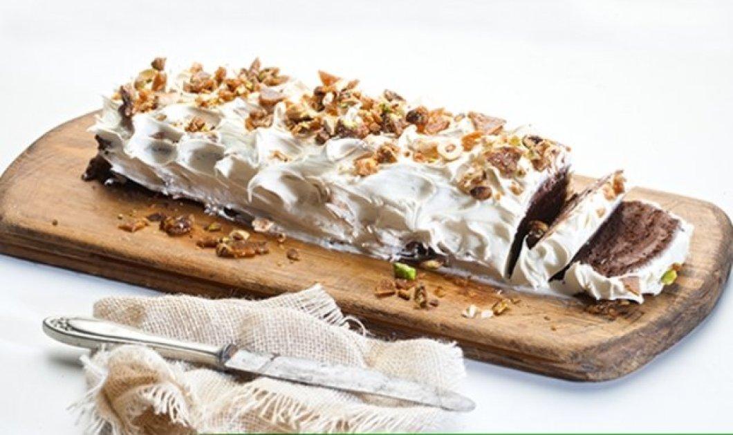 Χιονισμένος κορμός με παντεσπάνι σοκολάτας και σοκολατένια καρδιά από την εξαιρετική Αργυρώ μας! - Κυρίως Φωτογραφία - Gallery - Video