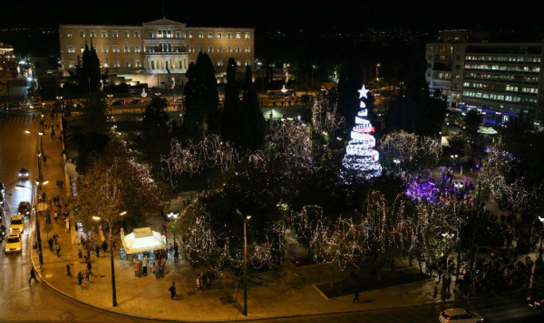 Ήρθαν και στην Αθήνα επίσημα τα Χριστούγεννα - Το δέντρο στην πλατεία Συντάγματος άναψε και... Φωτό - Κυρίως Φωτογραφία - Gallery - Video