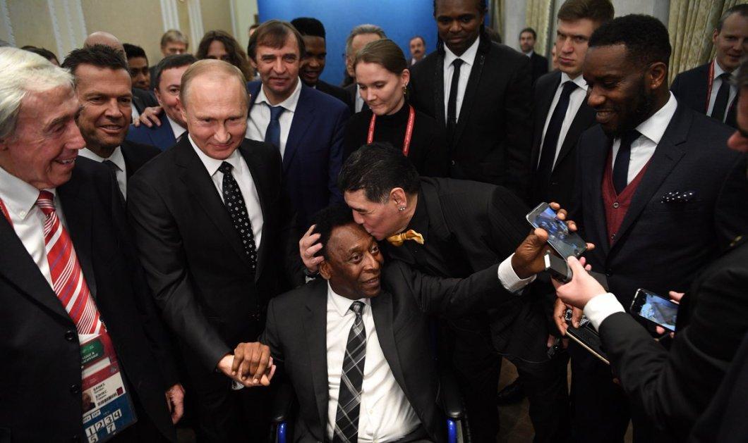 Όταν οι δυο «θεοί» του ποδοσφαίρου συναντιούνται: Το στοργικό φιλί του Μαραντόνα στον Πελέ - Κυρίως Φωτογραφία - Gallery - Video