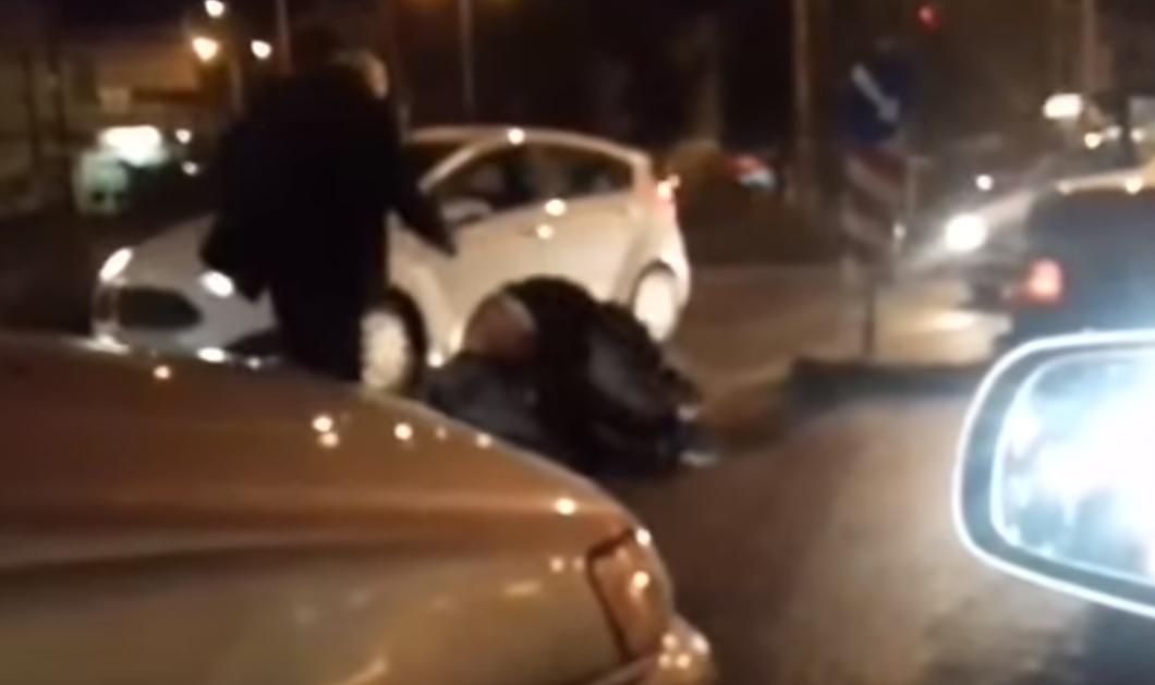 Βίντεο- Πάτρα: Στα χέρια πιάστηκαν οδηγοί πάνω στο δρόμο γρονθοκοπώντας ο ένας τον άλλον - Κυρίως Φωτογραφία - Gallery - Video