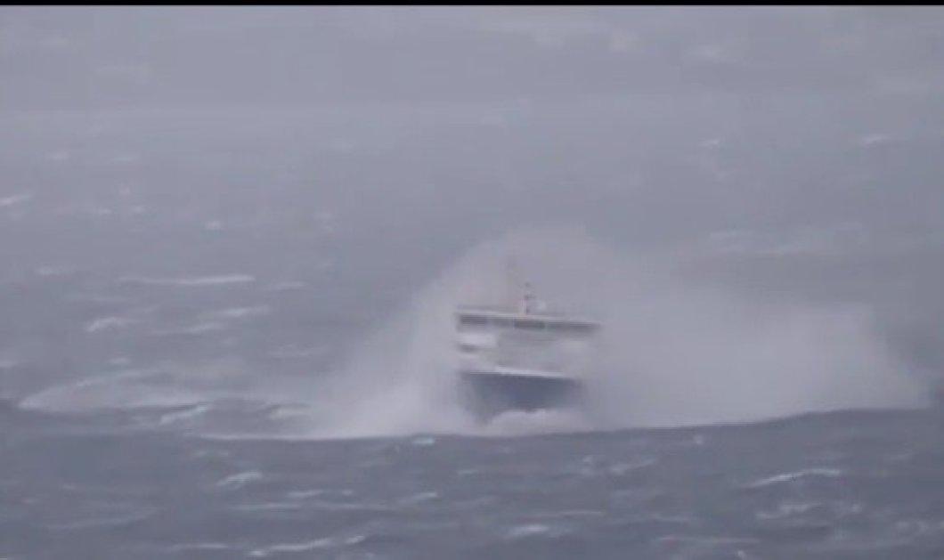 "BINTEO: Η  συγκλονιστική μάχη του ""Κρήτη ΙΙ"" με τα κύματα για να κατορθώσει να μπει στο λιμάνι του Ηρακλείου - Κυρίως Φωτογραφία - Gallery - Video"