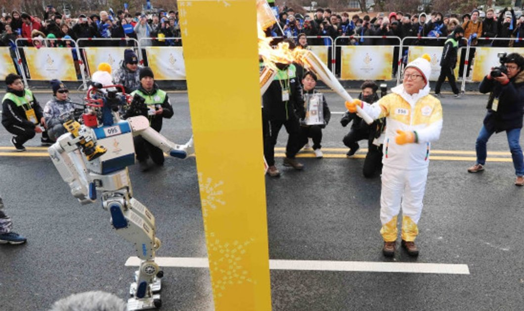 Βίντεο: Η Νότια Κορέα επιτρέπει σε ρομπότ να κρατήσει την ολυμπιακή δάδα στους Χειμερινούς Ολυμπιακούς 2018   - Κυρίως Φωτογραφία - Gallery - Video