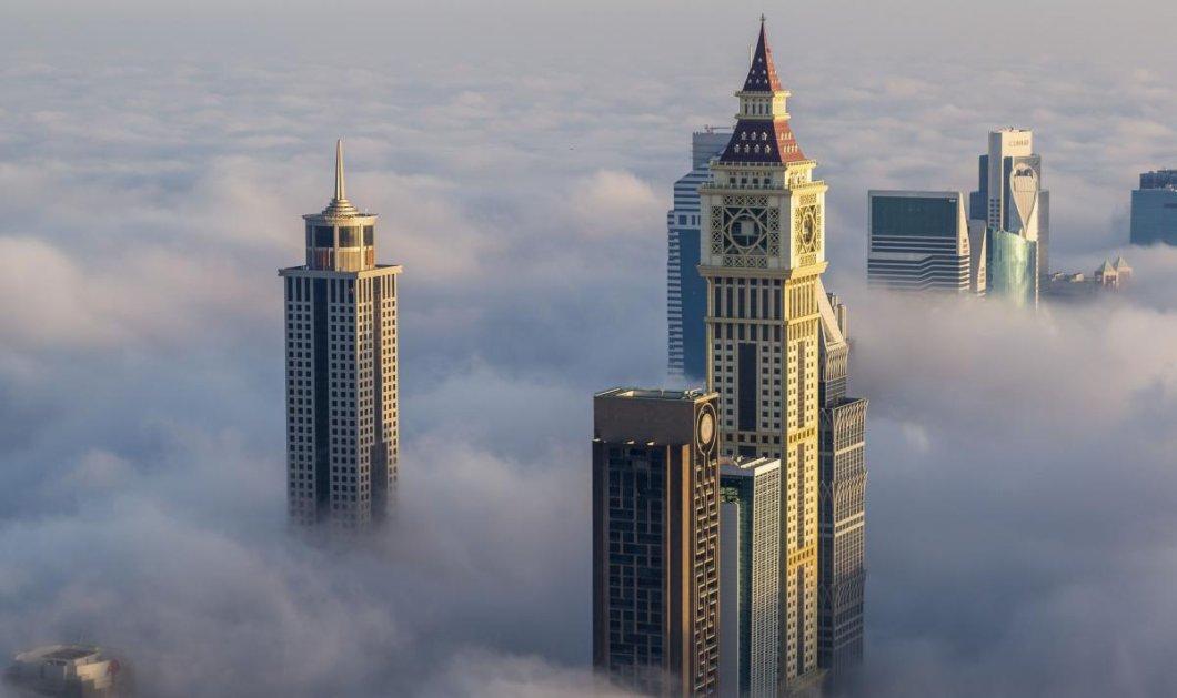 Φαντασμαγορικές εικόνες με τους ουρανοξύστες του Ντουμπάι να ξεπροβάλλουν μέσα από τα σύννεφα  - Κυρίως Φωτογραφία - Gallery - Video