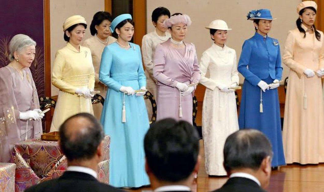 Ντυμένες επίσημα αλλά μίνιμαλ όλες οι Γιαπωνέζες   πριγκίπισσες στο πλάι του αυτοκράτορα Ακιχίτο (ΦΩΤΟ) - Κυρίως Φωτογραφία - Gallery - Video
