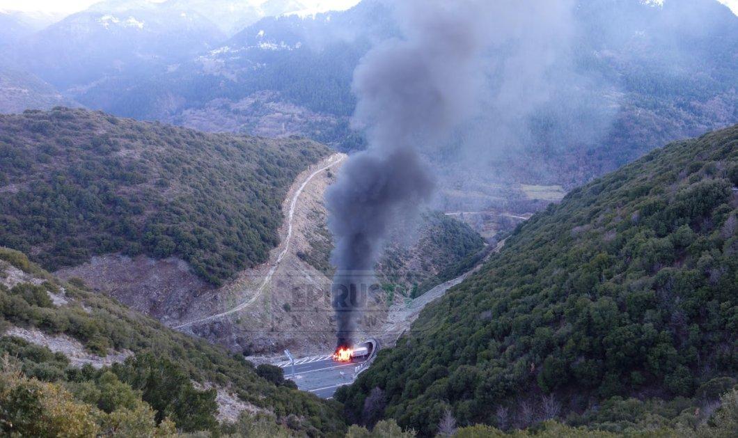ΦΩΤΟ - ΒΙΝΤΕΟ: Ολοσχερής καταστροφή νταλίκας από πυρκαγιά - Κλειστή η Εγνατία στο Μέτσοβο - Κυρίως Φωτογραφία - Gallery - Video