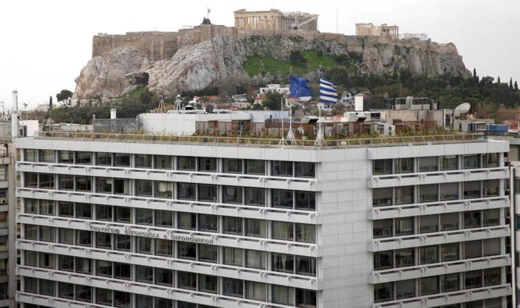 Βίντεο: Μέλη του Ρουβίκωνα εισβάλουν στο υπουργείο οικονομικών - Κυρίως Φωτογραφία - Gallery - Video