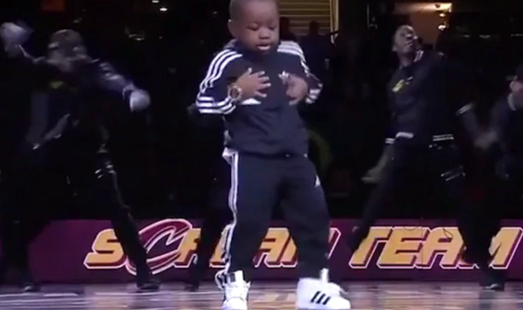 """Αγαπάμε αυτό το 6χρονο μπομπιράκι! Ιδού πως """"χόρεψε"""" στους ρυθμούς του ένα ολόκληρο γήπεδο (ΒΙΝΤΕΟ) - Κυρίως Φωτογραφία - Gallery - Video"""