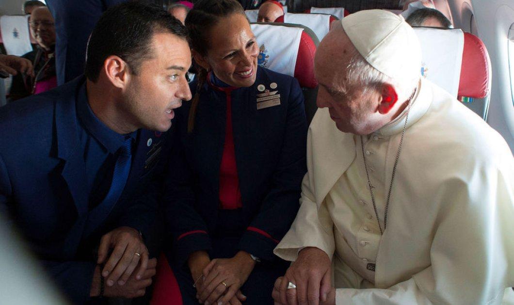 Ο πιο πρωτότυπος γάμος που έγινε ποτέ: Τους πάντρεψε ο Πάπας  μέσα στο αεροπλάνο εν ώρα πτήσης  - Κυρίως Φωτογραφία - Gallery - Video