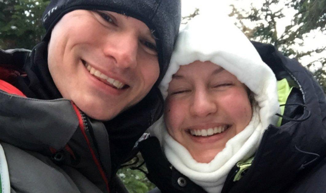Εις το βουνό ψηλά εκεί ειν' εκκλησιά ερημική - Της έκανε πρόταση γάμου στους -37 βαθμούς Κελσίου - Κυρίως Φωτογραφία - Gallery - Video
