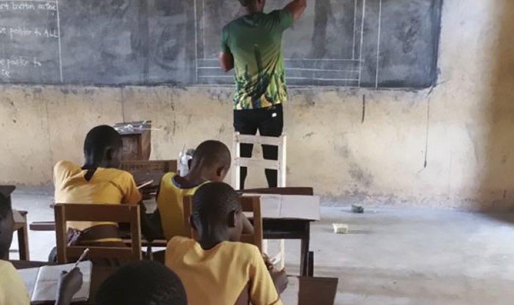 Δάσκαλος από τη Γκάνα κέρδισε τις καρδιές των ανθρώπων: Διδάσκει Πληροφορική με το Word ζωγραφισμένο σε πίνακα    - Κυρίως Φωτογραφία - Gallery - Video