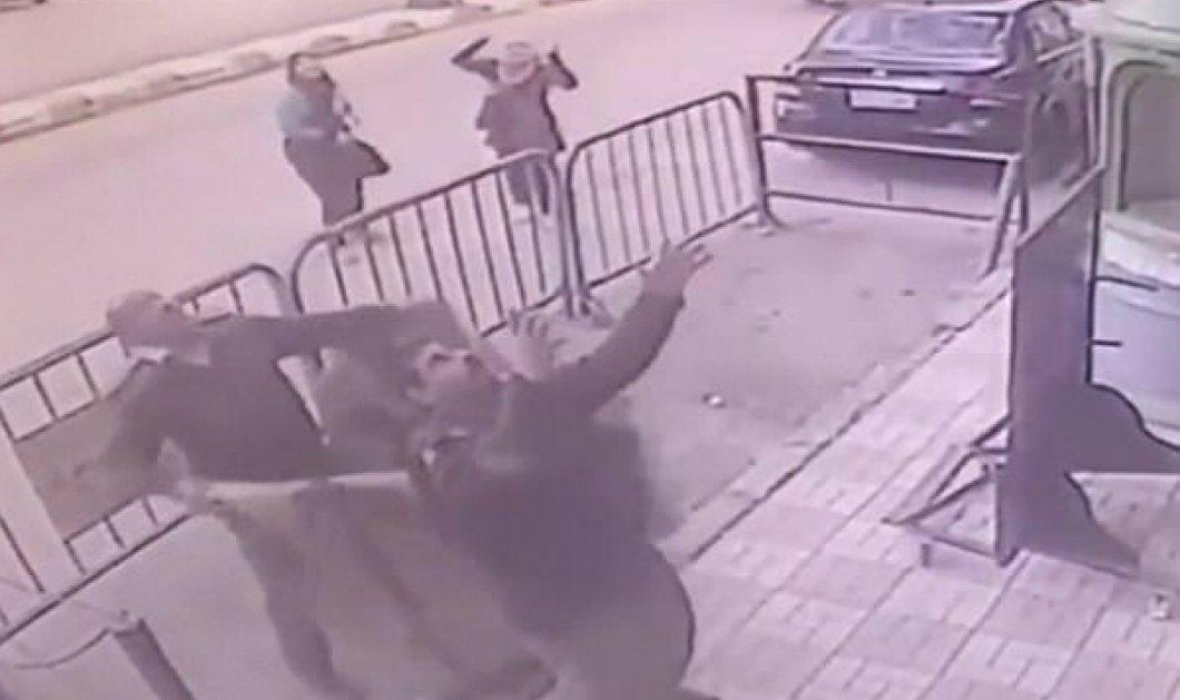Hero of the day: Αστυνομικός πιάνει στον αέρα παιδάκι που πέφτει από τον τρίτο όροφο (ΒΙΝΤΕΟ) - Κυρίως Φωτογραφία - Gallery - Video