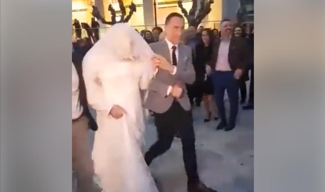 Μεγάλη πλάκα! Ο Κρητίκαρος γαμπρός περίμενε στα σκαλιά την νύφη και του ήρθε άντρας ντυμένος νύφη (ΒΙΝΤΕΟ)  - Κυρίως Φωτογραφία - Gallery - Video