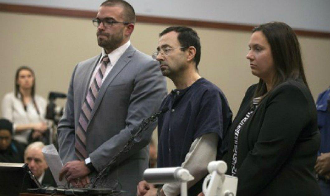 Eπιτίθεται μέσα στο δικαστήριο ο πατέρας 3 κοριτσιών που κακοποιήθηκαν σεξουαλικά από τον γιατρό Λάρι Νάσαρ (ΦΩΤΟ - BINTEO) - Κυρίως Φωτογραφία - Gallery - Video