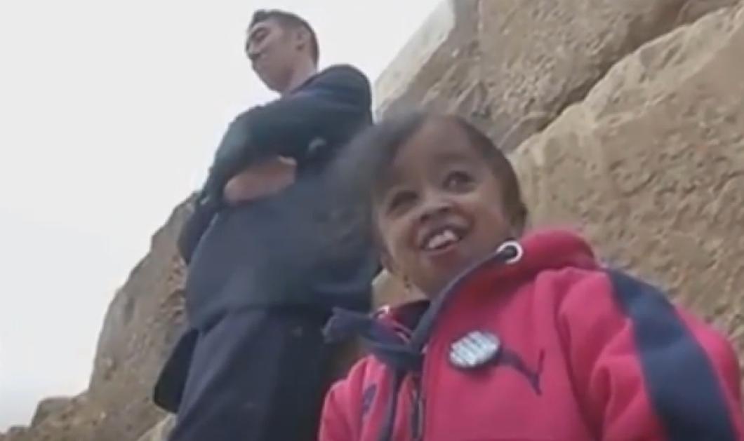 Βίντεο για ρεκόρ Γκίνες: Όταν ο ψηλότερος άνδρας του πλανήτη συνάντησε την πιο κοντή γυναίκα! - Κυρίως Φωτογραφία - Gallery - Video
