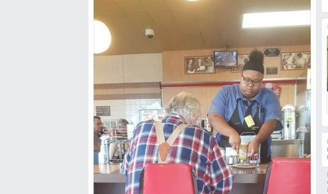 18χρονη σερβιτόρα κόβει το φαγητό ηλικιωμένου, γίνεται viral & ξαφνικά όλος ο κόσμος στα πόδια της! (ΒΙΝΤΕΟ) - Κυρίως Φωτογραφία - Gallery - Video