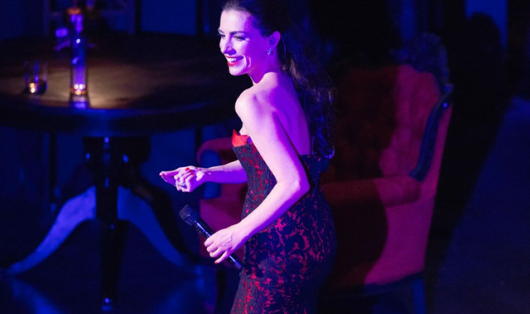 H Φωτεινή Δάρρα συγκίνησε στα τραγούδια της Τζένης Βάνου σε ένα κατάμεστο Παλλάς  - Κυρίως Φωτογραφία - Gallery - Video