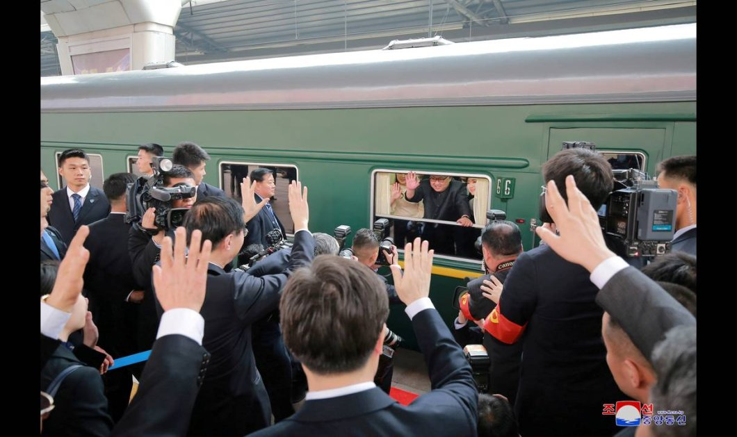 Το ιστορικό ταξίδι του Κιμ Γιονγκ Ουν στην Κίνα- Καρέ καρέ όσα συνέβησαν μέσα στο τρένο που τον μετέφερε (ΦΩΤΟ) - Κυρίως Φωτογραφία - Gallery - Video