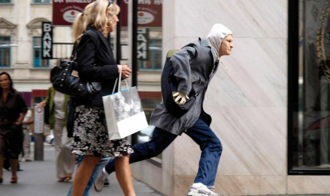 Βίντεο - δεν ξανάγινε! Ο κλέφτης κάνει τον σταυρό του και μετά αδειάζει το μαγαζί - Κυρίως Φωτογραφία - Gallery - Video