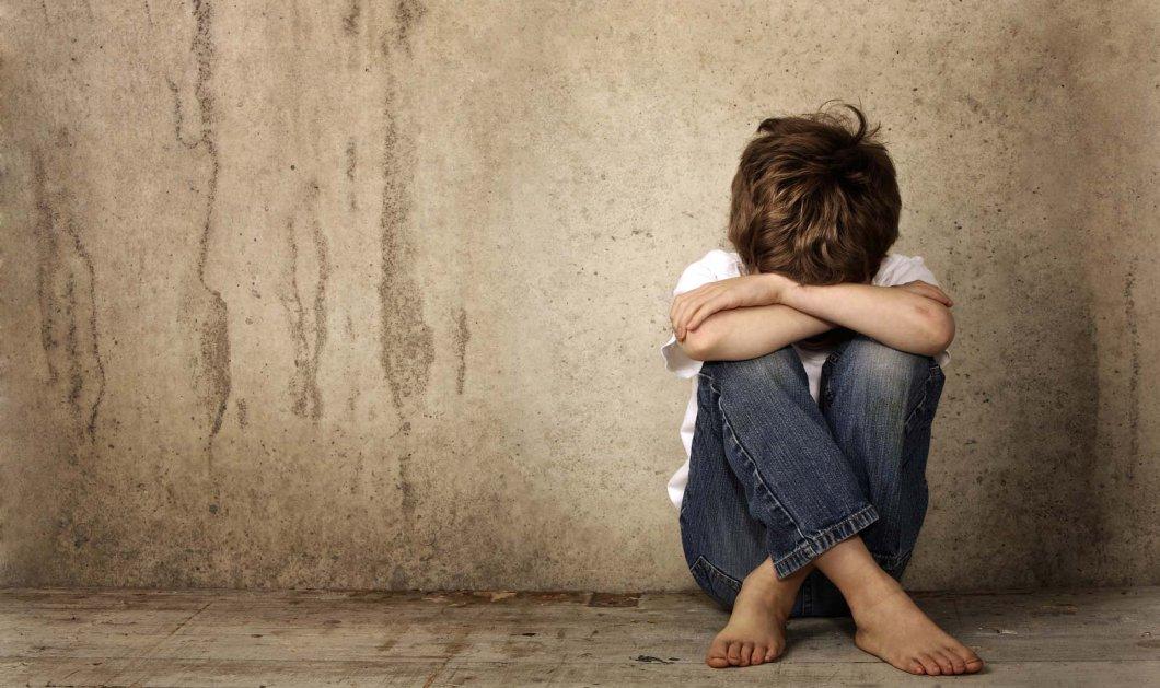 Απίστευτο ντοκουμέντο: O παιδεραστής της Θεσσαλονίκης προσπαθεί να παγιδεύσει το θύμα του μέσα σε καφετέρια (ΒΙΝΤΕΟ) - Κυρίως Φωτογραφία - Gallery - Video