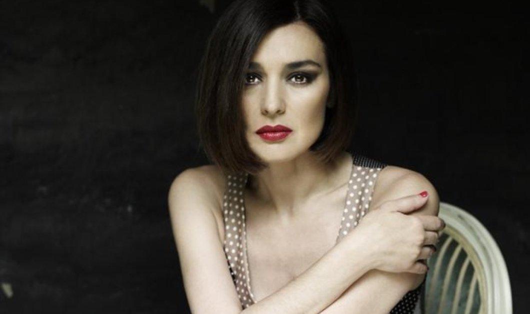 """""""Έκλεψε"""" τα βλέμματα η Μαρία Ναυπλιώτου- Η κομψή εμφάνιση της γοητευτικής ηθοποιού στα λευκά (ΦΩΤΟ) - Κυρίως Φωτογραφία - Gallery - Video"""