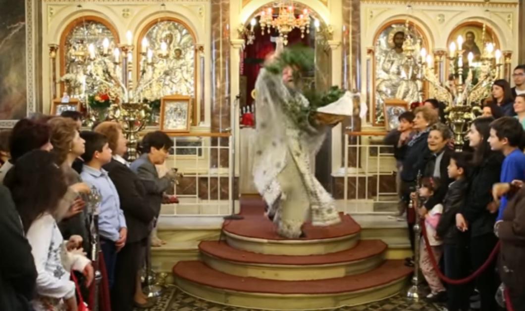 """Ο «ιπτάμενος» παπάς της Χίου έκλεψε πάλι την παράσταση- """"Πετάει"""" και σκορπάει δάφνες- Πήραν φωτιά τα social media  - Κυρίως Φωτογραφία - Gallery - Video"""