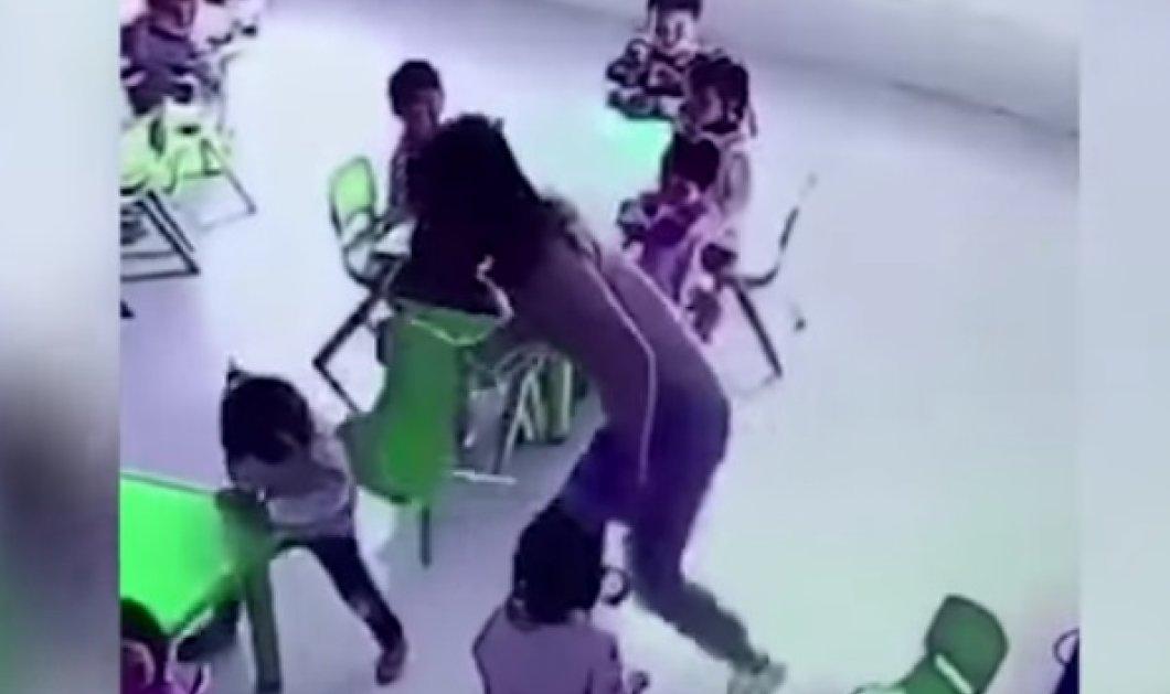 Σοκαριστικό βίντεο: Η νηπιαγωγός τραβάει με νεύρα την καρεκλίτσα από το κοριτσάκι που πέφτει κάτω! - Κυρίως Φωτογραφία - Gallery - Video