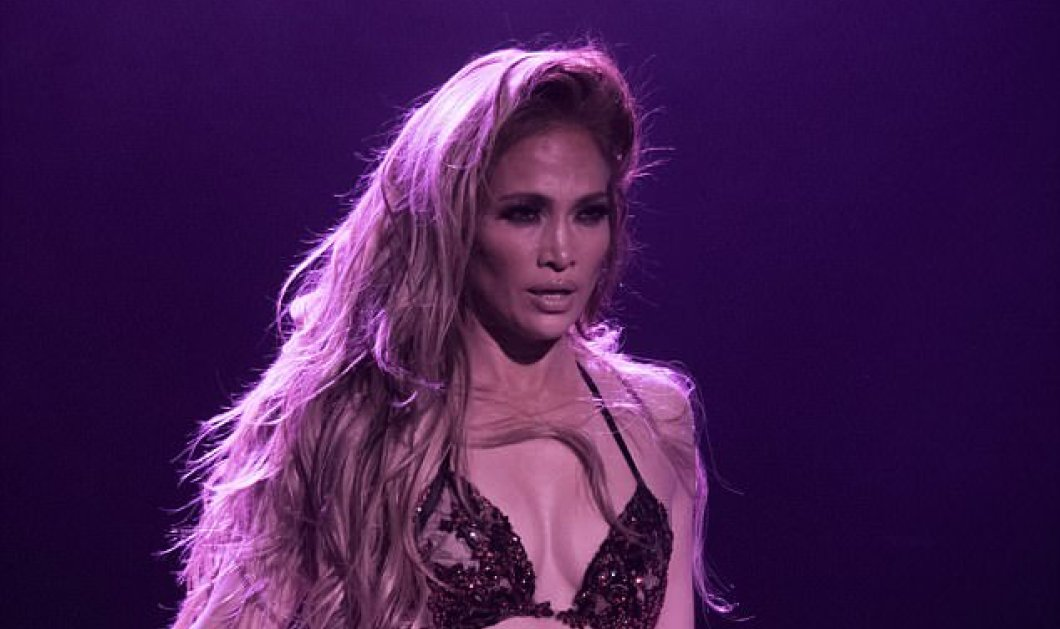 Η 48άρα Jennifer Lopez έκανε στριπτίζ στο Λας Βέγκας πάνω σε μωβ βελούδινο καναπέ - Κυρίως Φωτογραφία - Gallery - Video