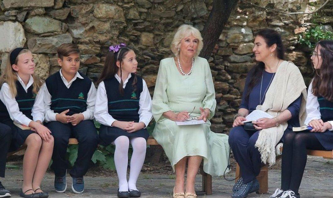 Η Καμίλα επισκέφθηκε τη Μονή Καισαριανής- Διάβασε Χάρι Πότερ σε μαθητές (ΦΩΤΟ) - Κυρίως Φωτογραφία - Gallery - Video