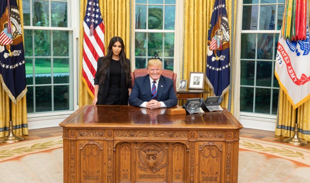 Η Κιμ Καρντάσιαν στον Λευκό Οίκο: Ο Τράμπ την υποδέχτηκε ντυμένη στα μαύρα & σεμνή παρά ποτέ (ΦΩΤΟ - ΒΙΝΤΕΟ) - Κυρίως Φωτογραφία - Gallery - Video