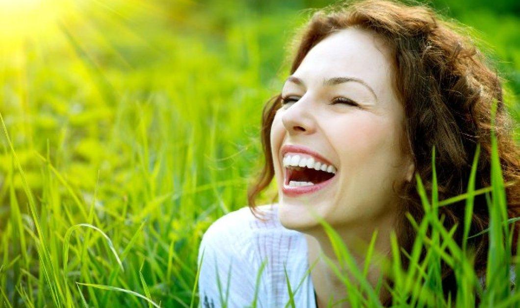 """Παγκόσμια Ημέρα Γέλιου σήμερα! Η Κατερίνα Τσεμπερλίδου μας """"προκαλεί"""" να δοκιμάσουμε την γιόγκα γέλιου - Κυρίως Φωτογραφία - Gallery - Video"""