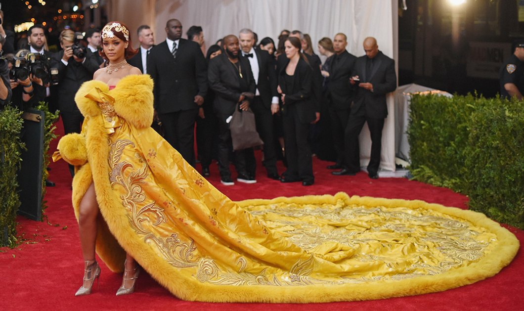Met Gala: Τα πιο αξέχαστα, καλύτερα, χειρότερα και πιο τρελά φορέματα διάσημων που περπάτησαν στο κόκκινο χαλί (ΒΙΝΤΕΟ)   - Κυρίως Φωτογραφία - Gallery - Video