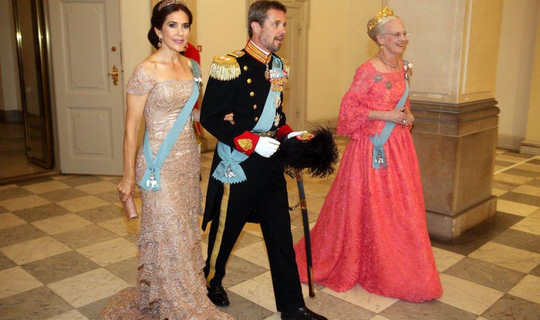 Όλες οι Βασίλισσες & οι Πριγκίπισσες μαζί έβαλαν τα καλά τους & γιόρτασαν τα 50α γενέθλια του Πρίγκιπα Frederic της Δανίας (ΦΩΤΟ) - Κυρίως Φωτογραφία - Gallery - Video