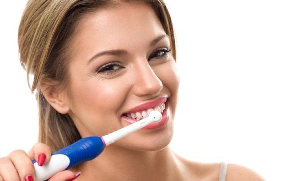 Τρεις χρήσιμες συμβουλές για να διατηρείς πάντα καθαρή την οδοντόβουρτσα σου - Κυρίως Φωτογραφία - Gallery - Video
