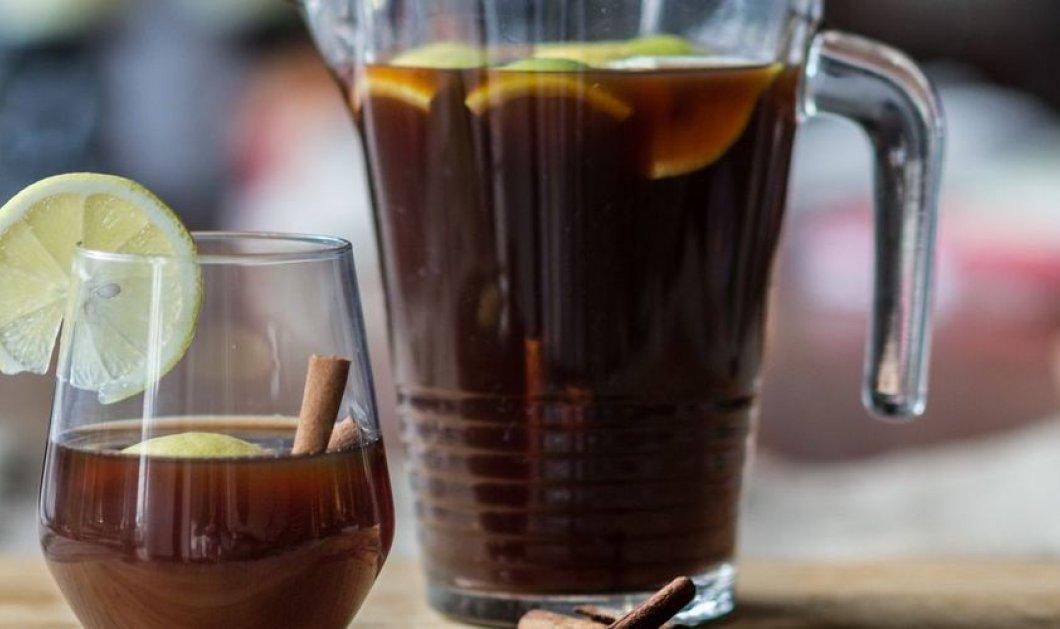 Ποτό με μαυροδάφνη και μαύρη μπίρα από τον μοναδικό μας Άκη Πετρετζίκη!  - Κυρίως Φωτογραφία - Gallery - Video