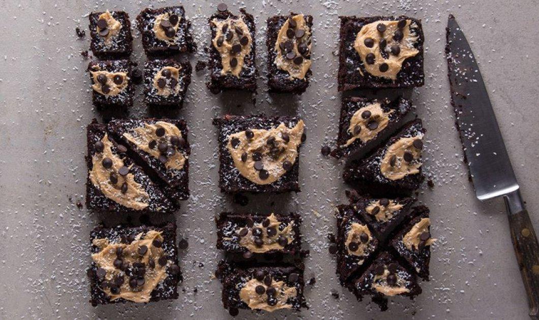 Ένα μοναδικό γλυκό από τον Άκη Πετρετζίκη με ένα υλικό- έκπληξη! Brownies με κολοκυθάκια - Κυρίως Φωτογραφία - Gallery - Video