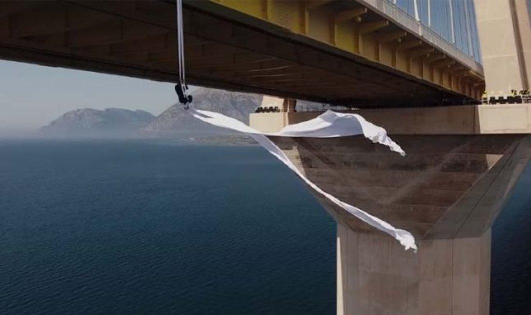 Ρίο Αντίρριο: Η Κατερίνα Σολδάτου αιωρείται στη γέφυρα & οι εικόνες θα σας μαγέψουν (ΒΙΝΤΕΟ) - Κυρίως Φωτογραφία - Gallery - Video