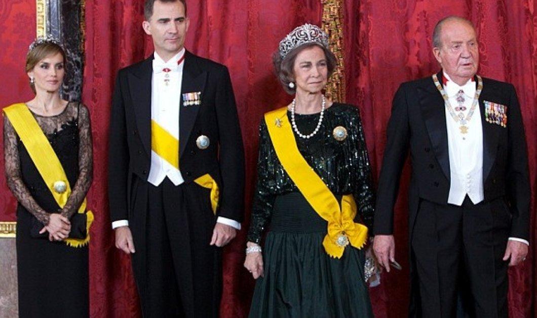 Σε αναπηρικό αμαξίδιο πλέον ο βασιλιάς Χουάν Κάρλος της Ισπανίας πλάι στον γιο & τη νύφη του (ΦΩΤΟ) - Κυρίως Φωτογραφία - Gallery - Video