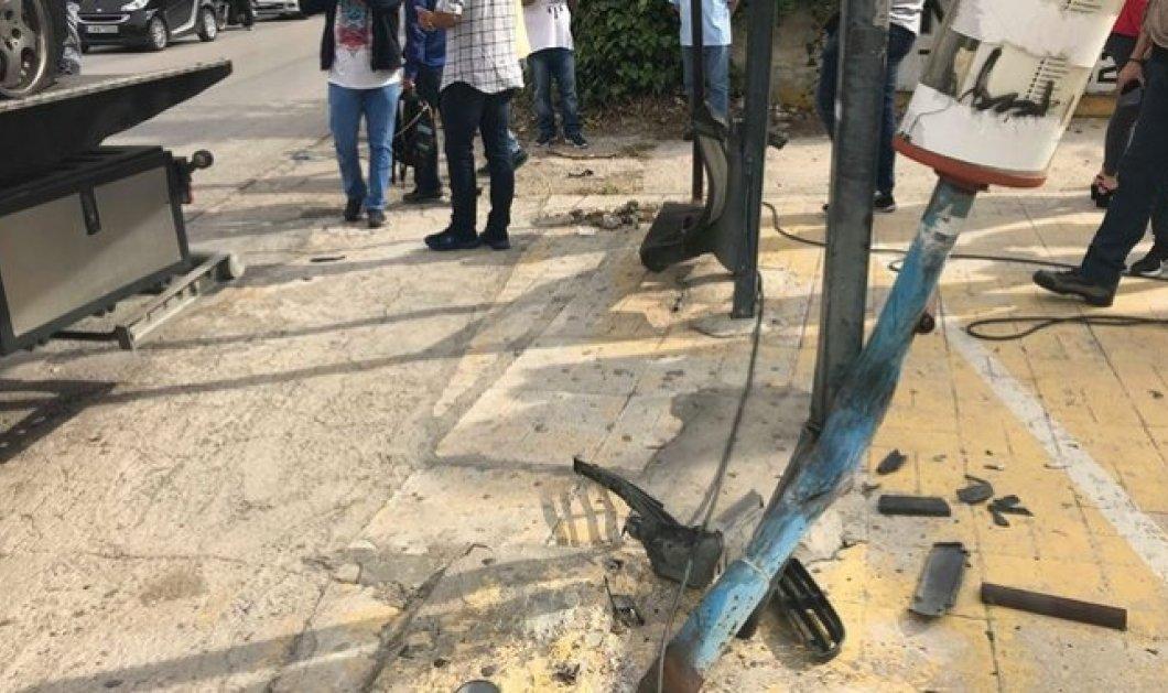"""Έκτακτη είδηση: Αυτόκινητο """"καρφώθηκε"""" σε στάση λεωφορείου στη Μεταμόρφωση- 1 νεκρός & 3 τραυματίες - Κυρίως Φωτογραφία - Gallery - Video"""